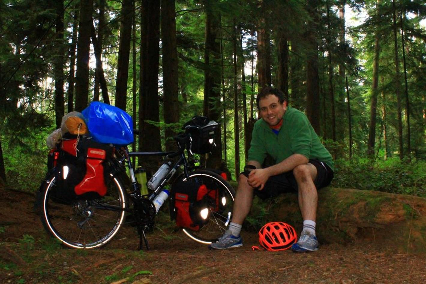 Un chileno viaja desde Canadá hasta la Patagonia en bicicleta