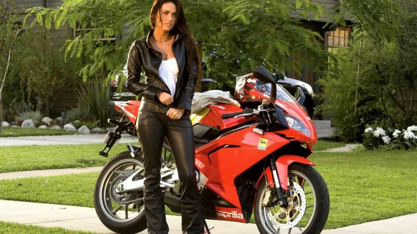 Mujeres en motos fotos 8
