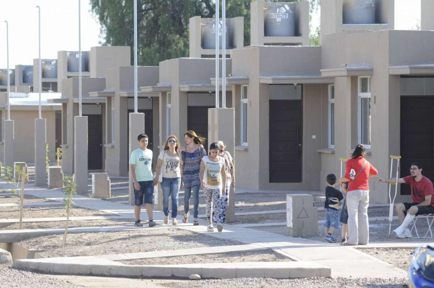 Macri presentar un plan para construir 100 mil viviendas for Plan de viviendas macri