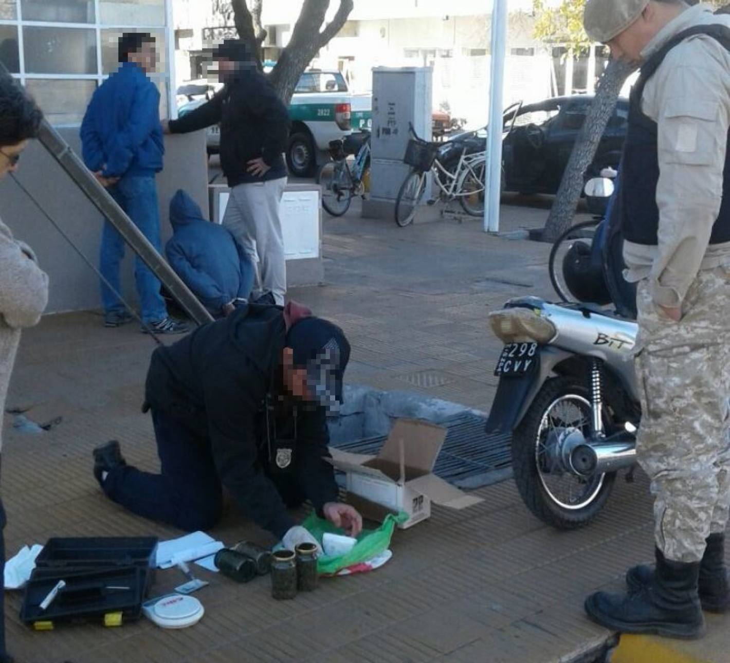 Detuvieron a un hombre por tenencia de drogas en general for Interior y policia porte y tenencia