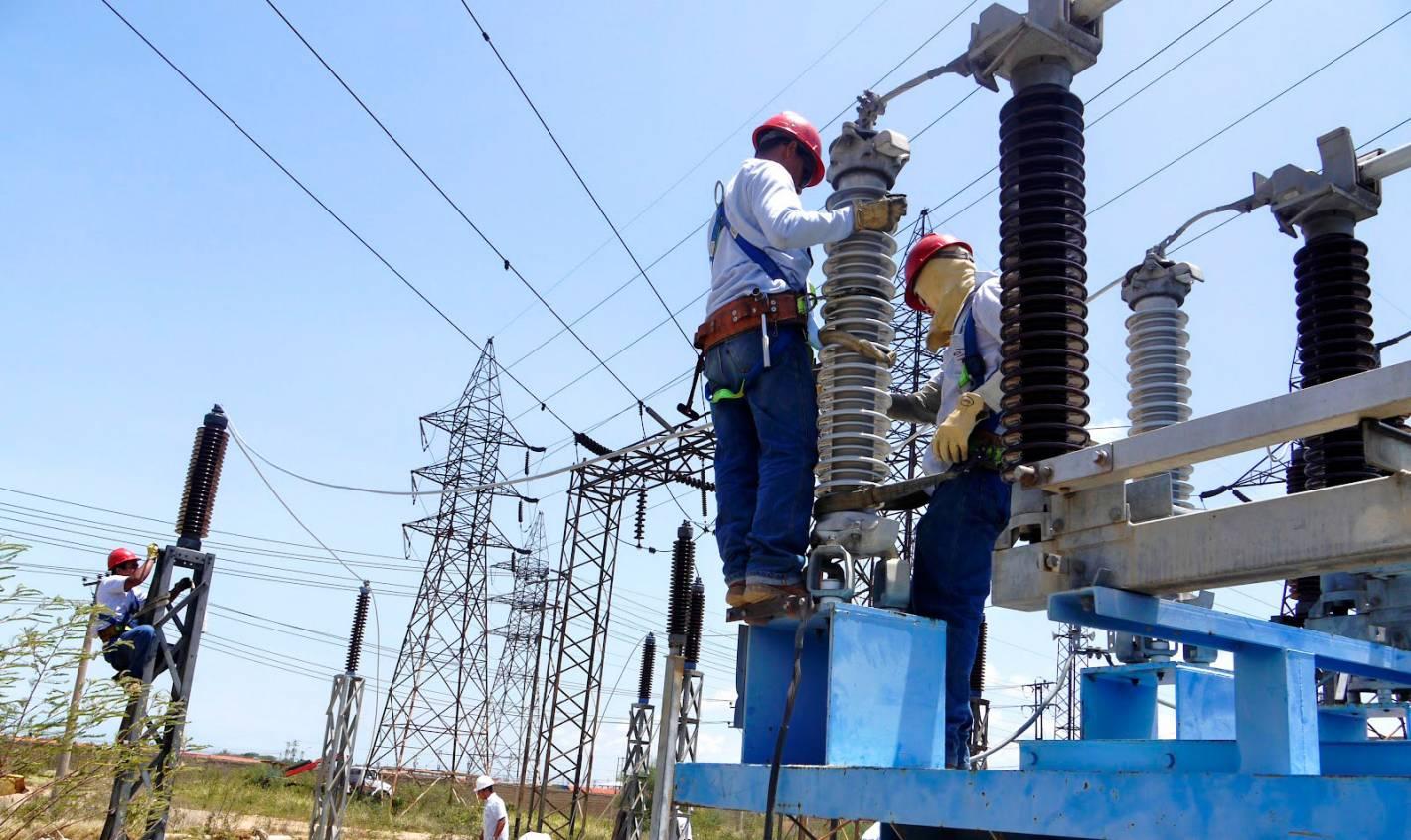 Edemsa normaliz el servicio el ctrico casi en su for Empresas de electricidad en sevilla